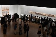特別展覧会「国宝」の内覧会が開かれ、雪舟の作品を集めた一室も多くの人でにぎわった=京都市東山区の京都国立博物館で2017年10月2日、小松雄介撮影
