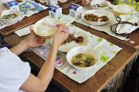 学校などで管理される給食のアレルギー管理用端末の画面。献立や使用材料が記され、アレルギーのある児童が食べられないものが色で表示される=兵庫県西宮市教育委員会学校給食課提供