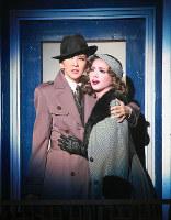 時代の波に翻弄(ほんろう)されながらも強く生きる映画監督のテオ(紅ゆずる)と女優のジル(綺咲愛里)=宝塚大劇場で