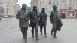 リバプール港に立つビートルズの銅像(写真は筆者撮影)