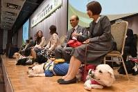 日本盲導犬協会創立50周年式典に出席した利用者たち=東京都新宿区で6日、根岸基弘撮影