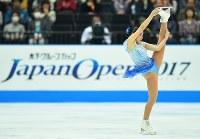 【ジャパンオープン】演技を披露する三原舞依=さいたまスーパーアリーナで2017年10月8日、手塚耕一郎撮影