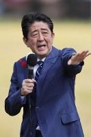 演説する安倍晋三首相=福島市で2017年10月10日午前11時5分、喜屋武真之介撮影