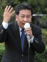 第一声で支持を訴える立憲民主党の枝野幸男代表=仙台市青葉区で2017年10月10日午前9時45分、和田大典撮影