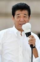 第一声で支持を訴える日本維新の会の松井一郎代表=大阪市中央区で2017年10月10日午前10時40分、小関勉撮影