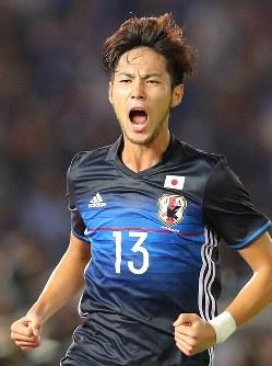 【日本―ハイチ】前半、ゴールを決めて喜ぶ杉本=日産スタジアムで2017年10月10日、長谷川直亮撮影