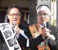 衆院選が公示され第一声をあげる香川県3区の立候補者。右から届け出順に、藤田伸二氏、大野敬太郎氏