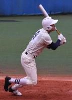【日大三-修徳】六回表日大三2死二、三塁、大塚が右越え3点本塁打を放つ=新宿区の神宮第2球場で