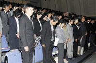 Prefectural public school principals and other school officials lower their heads during a moment of silence held for the deceased junior high school student at a meeting in Tsuruga, Fukui Prefecture, on Oct. 17, 2017. (Mainichi)