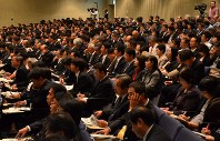 Principals and other officials from elementary and junior high schools in Shizuoka Prefecture are seen at a gathering in Shizuoka, in November 2013. (Mainichi)