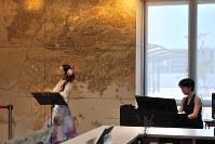 復興メモリアルコンサートでの後藤優子さん(左)と田村聡子さん