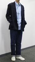 スリーピージョーンズのパジャマをシャツ代わりに着たコーディネート=日本ファッション協会提供
