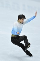 Yuzuru Hanyu performs in the men's short program of the Rostelecom Cup at Megasport Sport Palace in Moscow, on Oct. 20, 2017. (Mainichi)
