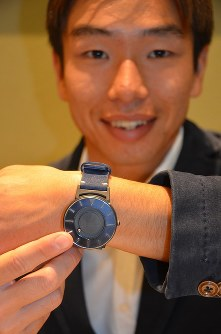 Athlete Kento Kato shows off the wristwatch with rotating balls on the face and sides of the clock that allow those with visual impairments -- or those without who want to be discrete -- to check the time via touch, in Saitama's Urawa Ward on Oct. 16, 2017. (Mainichi)