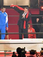 「生前葬」で気勢を上げるアントニオ猪木さん=東京・両国国技館で2017年10月21日午後7時8分、西本勝撮影