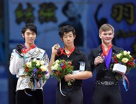 Winners in the men's singles events at the Rostelecom Cup, from left, second place Yuzuru Hanyu, first place Nathan Chen of the U.S. and third place Mikhail Kolyada of Russia pose with their medals at the awards ceremony held at the Megasport Sport Palace in Moscow, on Oct. 22, 2017. (Mainichi)