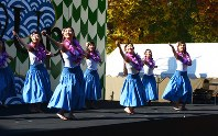 昨年の聳塔祭で披露された学生サークルによるステージ
