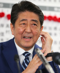 Ruling Liberal Democratic Party leader and Prime Minister Shinzo Abe is seen in Tokyo's Chiyoda Ward on Oct. 22, 2017. (Mainichi)