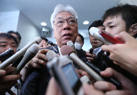 Democratic Party House of Councillors caucus chief Toshio Ogawa speaks to reporters in Tokyo's Chiyoda Ward on Oct. 24, 2017. (Mainichi)