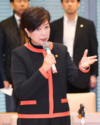 Party of Hope leader and Tokyo Gov. Yuriko Koike speaks to the party's Diet caucus at a meeting in Tokyo's Chiyoda Ward on Oct. 25, 2017. (Mainichi)