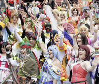 今や世界の多くの人たちに親しまれている日本のマンガやアニメ。「世界コスプレサミット2017」には大勢のファンが詰めかけた=名古屋市中区で2017年8月6日午前11時12分、木葉健二撮影