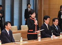 Party of Hope leader Yuriko Koike delivers a speech at a gathering of the party's legislators in Chiyoda Ward, Tokyo, on Oct. 25, 2017. (Mainichi)