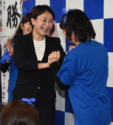 Shiori Yamao, left, celebrates her re-election with municipal lawmakers in Nagakute, Aichi Prefecture, on Oct. 23, 2017. (Mainichi)