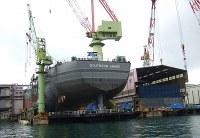 大型船の建造が続く造船所=奥村隆撮影