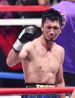 WBAミドル級王座を奪取し、喜ぶ村田=丸山博撮影