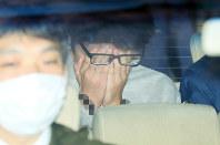 警視庁高尾署から送検される白石隆浩容疑者=東京都八王子市で2017年11月1日午前8時38分、後藤由耶撮影(画像の一部を加工しています)
