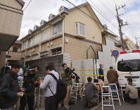 複数の遺体が見つかったアパート。白石隆浩容疑者の部屋は2階の手前から3番目=神奈川県座間市で2017年10月31日午前10時58分、長谷川直亮撮影