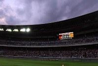 【日本―オーストラリア】 観客数が発表されるスタジアム=日産スタジアムで2017年11月4日、宮間俊樹撮影