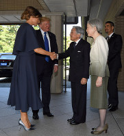 U.S. President Donald Trump and first lady Melania Trump, left, are greeted by Emperor Akihito and Empress Michiko at the Imperial Palace in Tokyo on the morning of Nov. 6, 2017. (Pool photo)