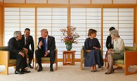 トランプ米大統領、メラニア夫人と会見される天皇、皇后両陛下=皇居・御所で2017年11月6日午前11時6分、小川昌宏撮影