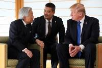トランプ米大統領と会見される天皇陛下=皇居・御所で2017年11月6日午前11時6分、小川昌宏撮影