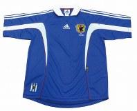 1999~2000年のサッカー日本代表ユニホーム=アディダスジャパン提供