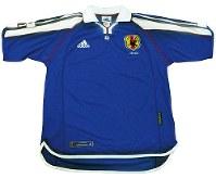 2001年のサッカー日本代表ユニホーム=アディダスジャパン提供