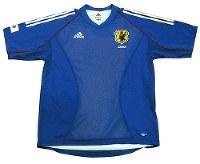 2002~03年のサッカー日本代表ユニホーム=アディダスジャパン提供