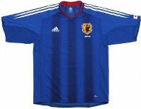 2004~05年のサッカー日本代表ユニホーム=アディダスジャパン提供