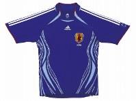 2006~07年のサッカー日本代表ユニホーム=アディダスジャパン提供