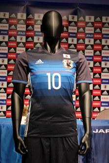 2016~17年のサッカー日本代表ユニホーム=岡部恵里撮影