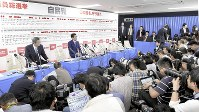 As ballots are being counted for the lower house race, Prime Minister Shinzo Abe (center) responds to an interview in front of a large number of reporters at the Liberal Democratic Party headquarters in Tokyo's Chiyoda Ward on Oct. 22, 2017. (Mainichi)