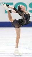 女子シングルで優勝したメドベージェワのフリーの演技=大阪市中央体育館で2017年11月11日、佐々木順一撮影