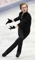 男子シングルで優勝したボロノフのフリーの演技=大阪市中央体育館で2017年11月11日、佐々木順一撮影