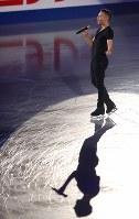 エキシビションで歌を披露するリッポン=大阪市中央体育館で2017年11月12日、佐々木順一撮影