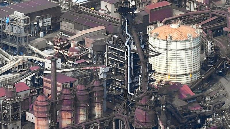 神戸製鋼所の第3高炉=神戸市灘区で2017年10月18日、小関勉撮影