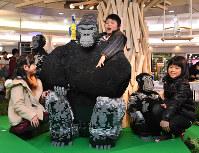 栄地下街に登場したレゴの「シャバーニ」=名古屋市中区で2017年3月4日午前10時24分、木葉健二撮影