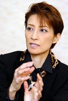 「最近はアジアにも宝塚ファンが増えている。たどたどしい日本語で書かれたファンレターを見ると感激します」と話す轟悠=兵庫県宝塚市で、菅知美撮影