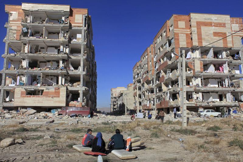 イラン・イラク地震:「助けはいつ」捜索・救出難航 - 毎日新聞