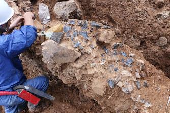 久見高丸遺跡:採掘跡から黒曜石...